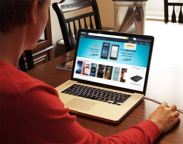 usuario visitando una página web